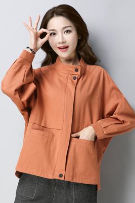 8123橘黄色风衣
